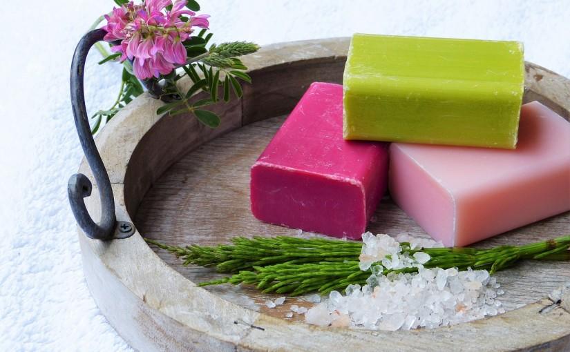 Hautpflege mit Pflanzenölen: Diese Öle machen Haut & Haar schön